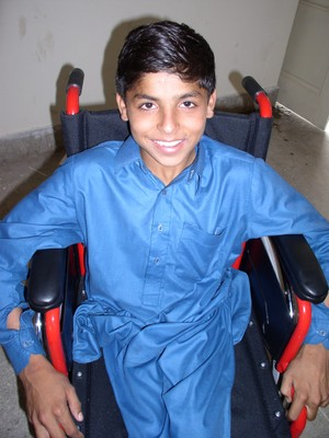Pakistan_boy_in_wheelchair_2